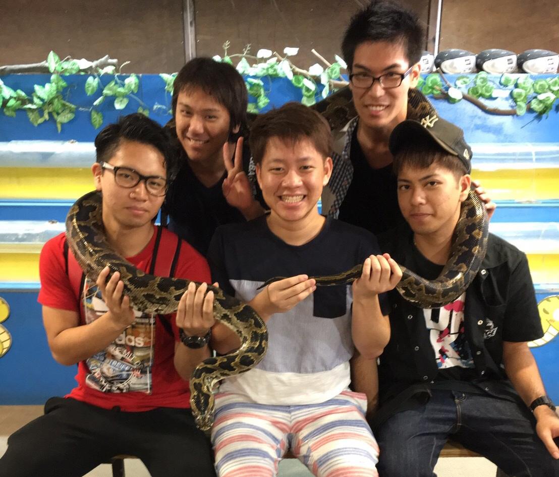 蛇と一緒に撮影